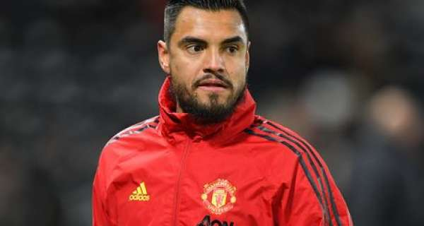 Sergio Romero hoping to leave Man Utd for free in January as keeper trains alone Image